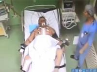 Doktor bije mężczyznę na sali pooperacyjnej. Pacjent zmarł