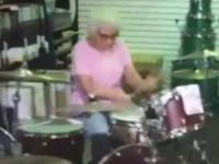 Babcia daje popis na perkusji