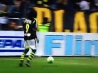 Czarodziej z Ugandy zachwyca niczym Ronaldinho