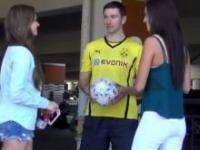 Robert Lewandowski podrywa dziewczyny