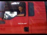 Przyspieszenie ciężarówki
