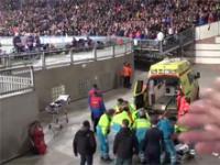 Wypadek podczas meczu Ligi Mistrzów. Kibic Ajaxu spadł z trybuny.