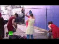 Atak rosyjskich kozaków na członkinie zespołu Pussy Riot. Sochi 2014