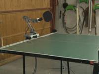 Robot gra w Ping Ponga z wynalazcą