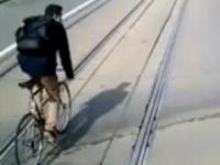 Wyprzedzał tramwaj na rowerze w Krakowie