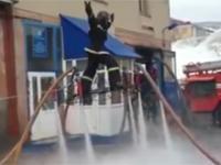 Latający Rosyjski strażak, czyli jak poradzić sobie bez drabiny