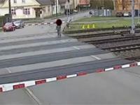 Jedzie pociąg z daleka...