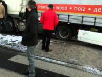Tirowiec próbuje rozjechać strajkujących górników