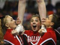 Cheerleaderki nie zawsze są uśmiechnięte