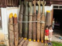 Mieszkańcy Laosu tworzą rzeczy z niewypałów
