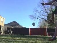 Niesamowita reakcja psa na strzeloną bramkę właściciela