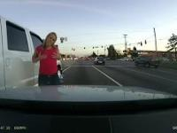 Szalona blondynka na drodze