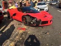 Wydał niemal 5 mln złotych. Skasował auto po wyjechaniu z salonu!