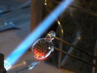 Wytapianie wisiorka ze szkła borokrzemowego