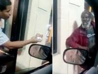 Pracownik McDonalda najpierw oferuje bezdomnemu darmowy hamburgera, a chwilę później go upokarza