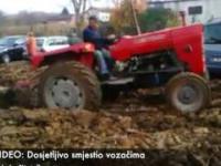 Rolnik zaorał swoje pole, na złość parkującym tam kierowcom