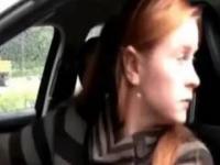 Parkowanie równoległe w wykonaniu kobiety