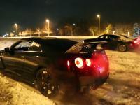 Nissan GTR i duużo śniegu. Prawdziwe Carbonners.