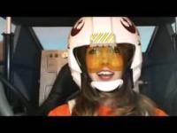 Piękna pilotka w X-Wingu