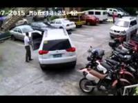 Wysiadaj! zaraz ci pokażę jak się parkuje samochód