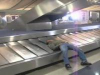 Przejażdżka na taśmie bagażowej