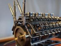 32-cylindrowy motor w układzie 'W'