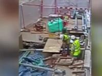 Robotnik przewierca kabel 11,000 volt