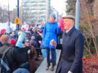 Roman Giertych JESTEM WESOŁY ROMEK demonstracja marsz KOD 12.12.2015 skacze