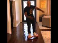 Mike Tyson i jego piękna gleba na elektrycznej desce