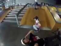 Atak na małą dziewczyne w skate-parku