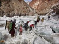 W niektórych miejscach na Ziemi sama podróż do szkoly bywa wyzwaniem