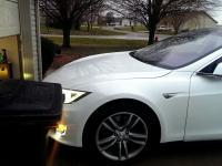 Tesla może sama zaparkować się w garażu - po nowej aktualizacji softu