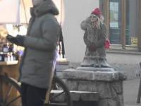 zamaskowana Modna (?) Monika Olejnik na Krupówkach
