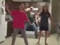 Ojciec, który tańczy lepiej od swych córek