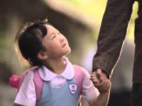 To co robi tatuś dla tej dziewczynki, poruszy nawet największego twardziela
