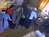 Cyganki okradają mieszkanie starszej kobiety