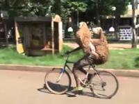 Rowerkiem na przejażdżce z ukochanymi