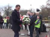 Pijany Prezydent Andrzej Duda kradnie kwiaty spod pomnika Romana Dmowskiego! SZOK!