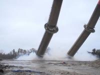 Wyburzenie dwóch kominów jednocześnie