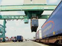 Szybki sposób załadunku i rozładunku naczep na wagony kolejowe