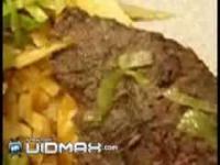 Żywe larwy w kebabie