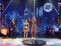 Prezenterka telewizyjnego show talentów próbuje swoich sił w tańcu na rurze