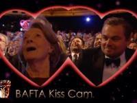 Sympatyczny Kiss Cam podczas rozdania nagród BAFTA