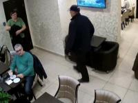złodzieje w kawiarni
