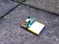 Co się stanie, gdy przebijemy akumulator od telefonu.