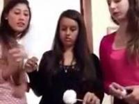Jak włożyć jajko do butelki