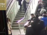 Ruchome schody które zostały lekko przeciążone