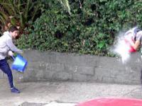 Bitwa z nieznajomym z balonami z wodą