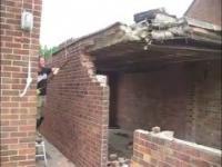 Wyburzanie ściany zakończone