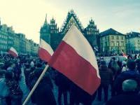 Akcja z flagą Polski na anty islamskiej demonstracji - to chyba jakiś znak z niebios :)